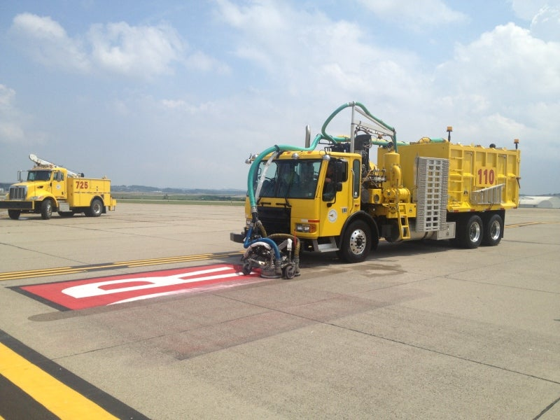 Airport_Paint_Removal (1)