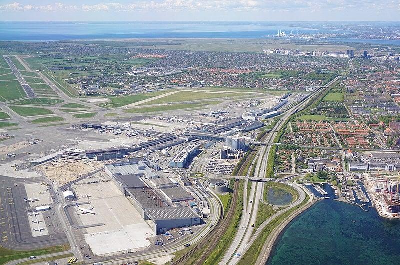 800px-Copenhagen_airport_