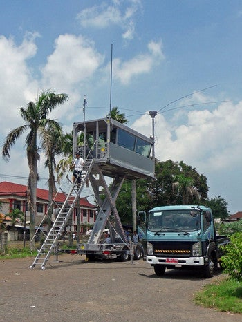 R&S mobile ATC tower